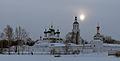 Зимнее солнце над монастырем.jpg