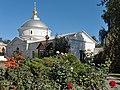 Церковь Покрова Пресвятой Богородицы, среди цветущих роз.jpg