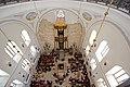 """אולם בית הכנסת """"החורבה"""" בשעת תפילה.jpg"""