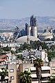"""בתי העיר רמלה וצריח המסגד הלבן על רקע מפעל """"נשר"""".JPG"""