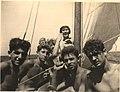 שייטי המועדון בעכו במהלך שיוט ערים 1954 על גבי הדוד נוי.jpg