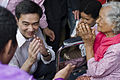นายกรัฐมนตรี เดินทางเยี่ยมผู้ได้รับบาดเจ็บจากดินถล่มแล - Flickr - Abhisit Vejjajiva (1).jpg