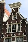 foto van Huis, waarvan de latere gevel in de 2e helft van de 19e eeuw zeer is verbouwd