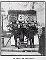 1907-12-28, Blanco y Negro, El comercio callejero en las Pascuas, Goñi (cropped) Un puesto de panderetas.jpg