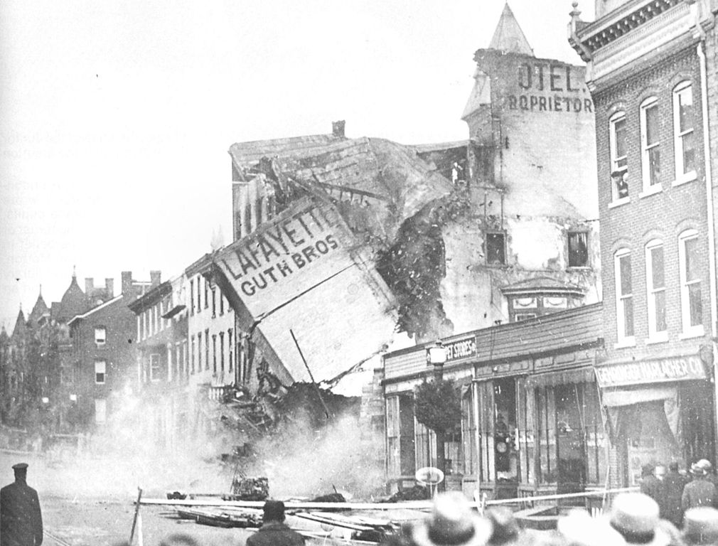File:1926 - Lafyette Hotel Demolition.jpg - Wikimedia Commons