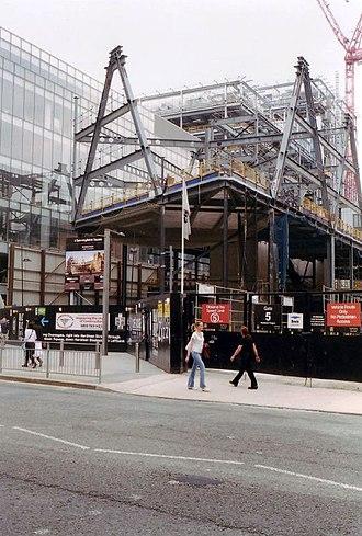 1 The Avenue - Image: 1 The Avenue cantilever under construction