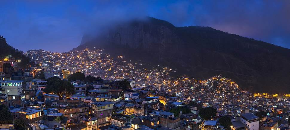 1 rocinha night 2014 panorama