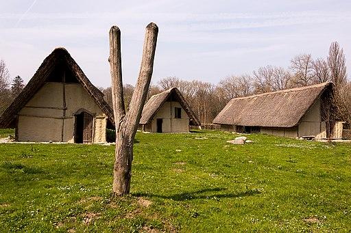 Pfahlbaumuseum Village Lacustre in (Gletterens). Gletterens-Pfahlbauerhaeuser