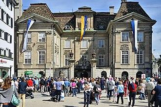 Zunfthaus zur Meisen - The courtyard as seen from Münsterhof