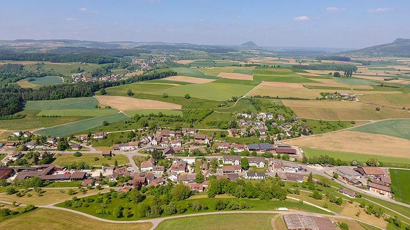 File:2018-05-11 15-23-29 Schweiz Bibern SH Eggrüti 635.3.jpg