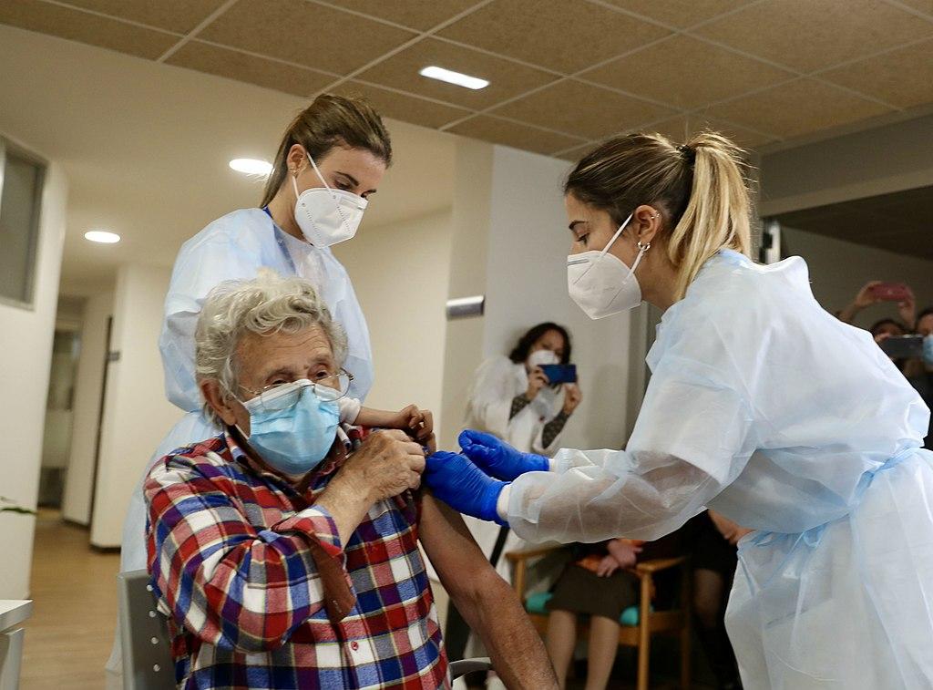 2020 12 27 mas vacunados en la residencia mixta 1.jpg