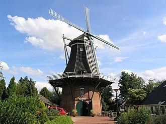 Vriescheloo - Smock mill De Korenbloem in 2008