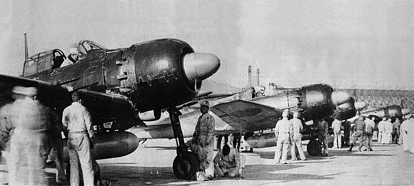 Model 52c Zeros ready to take part in a kamikaze attack (early 1945) A6M5 52c Kyushu.jpg