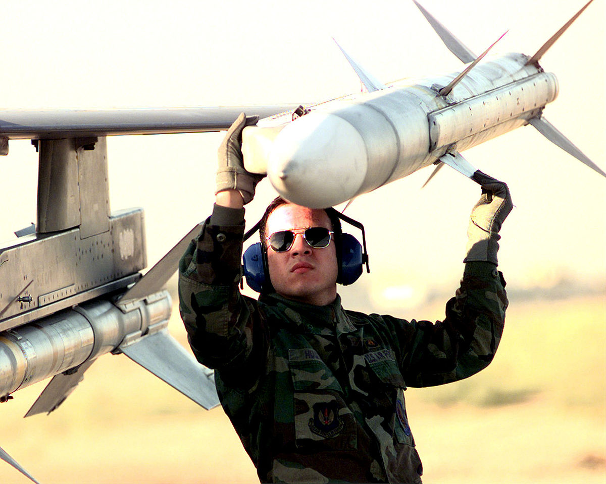 AIM-120 AMRAAM — Википедия