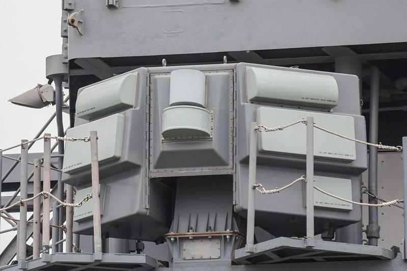 800px-AN-SLQ-32_Electronic_Warfare_Suite_on_USS_CG-70_Lake_Erie_at_Osaka_%282014_April_13%29.jpg