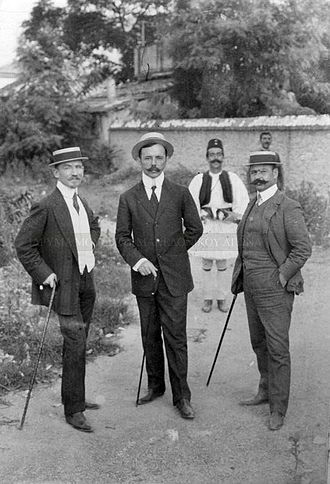 Alexandros Mazarakis-Ainian - Mazarakis-Ainian (left) with other Greek officials at the garden of the Greek Consulate-General in Thessaloniki, during the Macedonian Struggle