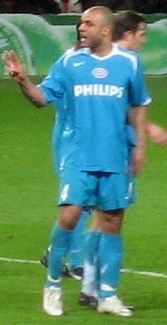 Alex (footballer, born 1982) - Alex with Phillip Cocu (behind) at PSV.