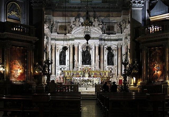 https://upload.wikimedia.org/wikipedia/commons/thumb/2/25/Altar_-_Cappella_di_San_Gennaro_-_Duomo_-_Naples_-_Italy_2015.JPG/640px-Altar_-_Cappella_di_San_Gennaro_-_Duomo_-_Naples_-_Italy_2015.JPG