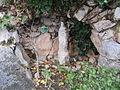 Ampus Grotte avec statue devant presbytère.JPG