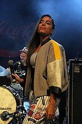 e179da86b Anitta no desfile da Coca-Cola Jeans em novembro de 2014.