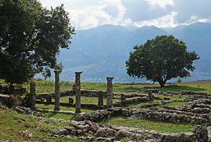 Antigonia (Chaonia) - Ruins of Epirote house with peristyle
