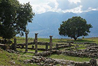 Antigonia (Chaonia) - Ruins of Epirote house with peristyle