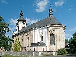 Arnoltice - kostel od východu.jpg