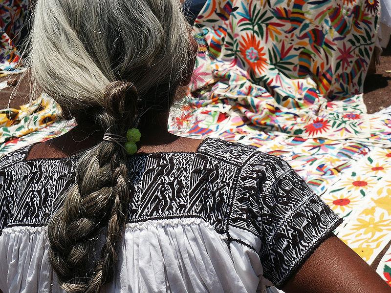 File:Artesana textil de Puebla.jpg
