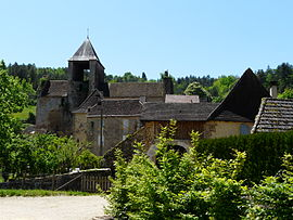 The church and surroundings in Auriac-du-Périgord
