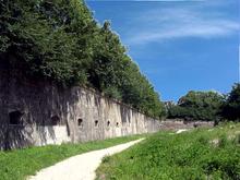 220px-Auxonne-_Fronton_sud