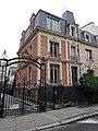 Avenue des Chalets Paris.jpg