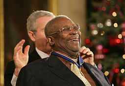 B.B. King receiving the Presidential Medal of Freedom from George W. Bush, December 2006 B.B. King Presidential Medal of Freedom.jpg