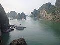 Baai Halong in Vietnam.jpg
