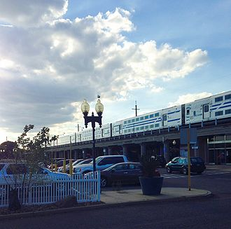 Babylon (village), New York - Eastbound passenger train at Babylon's LIRR station