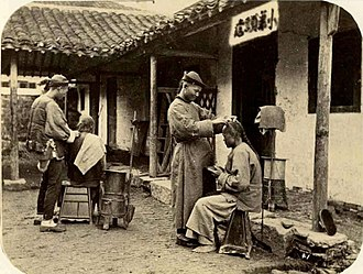 Queue (hairstyle) - Barbershop in the Qing Dynasty