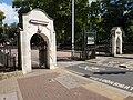 Battersea Park Albert Gate.jpg