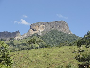 Bauzinho and Pedra do Baú.jpg
