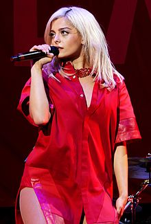 Bebe Rexha in concerto allo Staples Center di Los Angeles nel 2016.