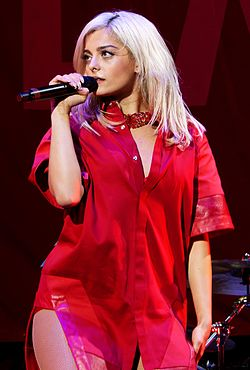 Bebe Rexha live at Staples Center, Los Angeles 15 (cropped).jpg