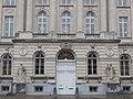 Beelden van de Romeinse godheden Mars en Minerva aan de ingang van de Koninklijke Militaire School, België.jpg