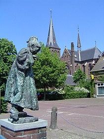Beers, statue et église.JPG