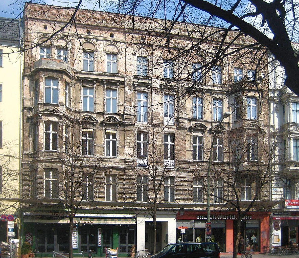 1183px-Berlin%2C_Mitte%2C_Oranienburger_Strasse_46-47%2C_Mietshaus.jpg