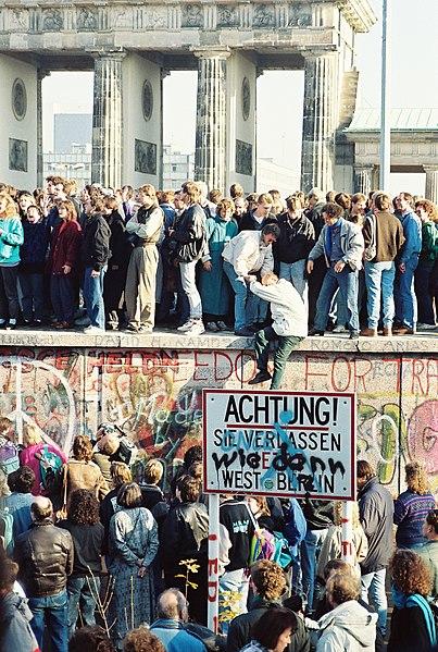 File:BerlinWall-BrandenburgGate.jpg