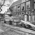 Binnenplaatsgevel van de noordelijke vleugel. De trapuitbouw uit de schooltijd is reeds weggebroken XXA - Leiden - 20135336 - RCE.jpg