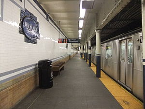 Bleecker Street/Broadway–Lafayette Street (New York City Subway) - Platform for the uptown local 6 train