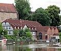 Blick von der zweiten Werra-Brücke zur Schlossmühle und Schleuse - Eschwege Brückenstraße - panoramio.jpg