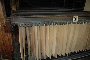 Verla - Image: Board drying