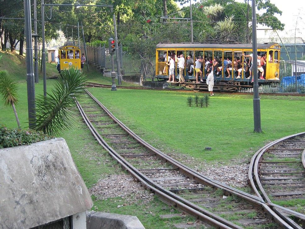 Bondinho de Santa Teresa na Estação Carioca 03