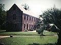 Boone Hall Plantation Cotton Gin House (10531926565).jpg
