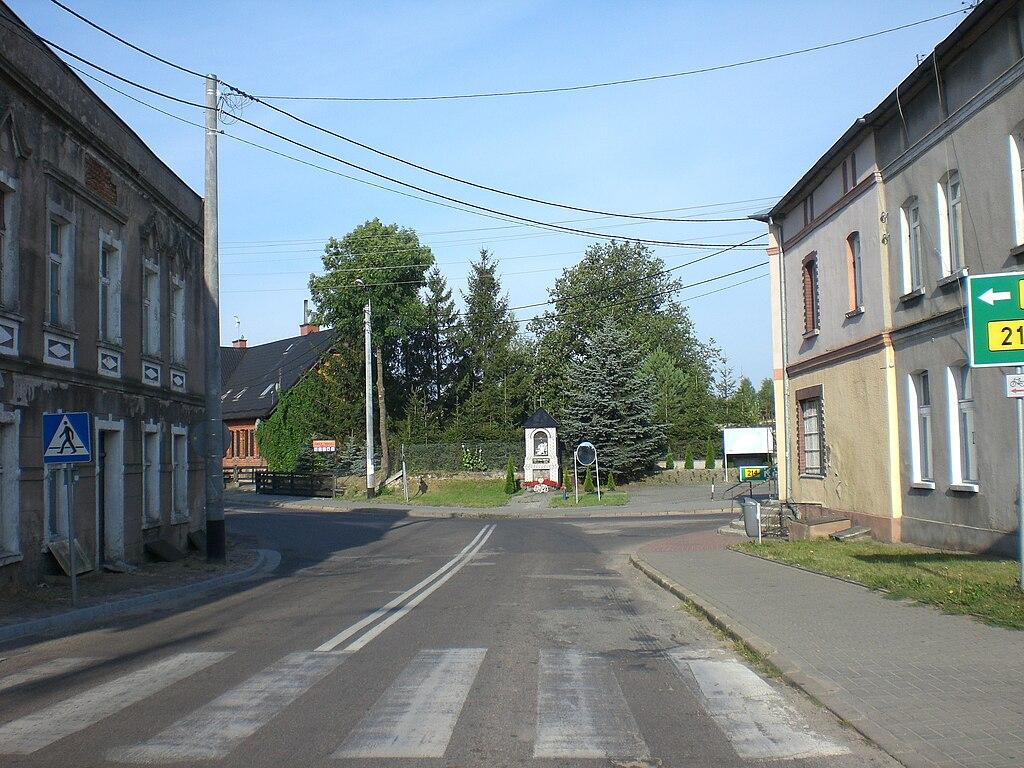 1024px-Borzechowo%2C_centrum_wsi.jpg